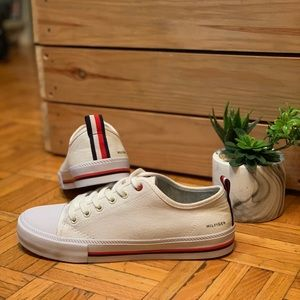 NWOT TOMMY HILFIGER White Canvas Stripe Sneakers